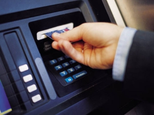 Reserve Bank Ups Atm Withdrawal Limit Rs 4 500per Day From