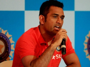 Ms Dhoni Opens Maiden Outlet Seven Ranchi