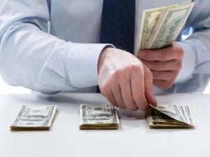 Uae Consumer Spending Where Is The Money Going