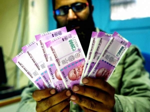 Rbi Slow On Rs 2 000 Notes Holding Back Rs 2 6 Lakh Cr High