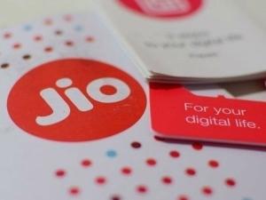 Jio Effect Rs 5000 Crore Loss For Vodafone Idea