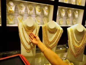 Attention Gold Buyers Best Diwali Offers In These Jewellers