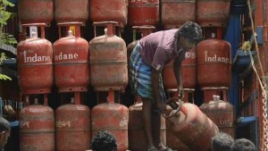Lpg Cylinder Delivery Exempted From Lockdown No Need To Panic Booking